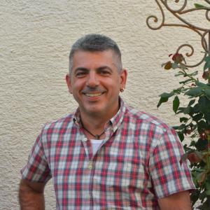Vito Mingolla, Geschäftsführer von Case Terreni Puglia, stammt aus Apulien und ist in Deutschland aufgewachsen. Er möchte Menschen, die seine Leidenschaft für Italien, speziell Apulien teilen, die Möglichkeit bieten, sich Ihren Traum, eine Immobilie in dieser Region zu erwerben, auf eine entspannte Art und Weise, ermöglichen. Dabei steht er Ihnen mit Rat und Tat zur […]